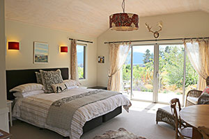 Dusky Ridges Chalet bedroom accommodation Te Anau bed and breakfast